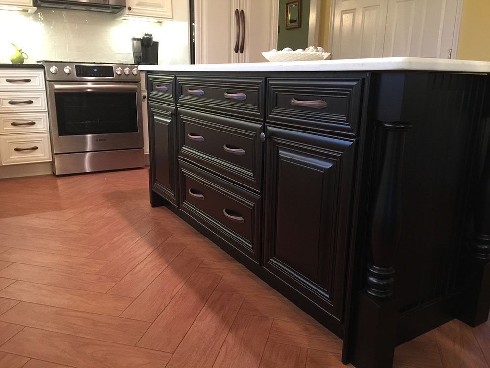Black White Kitchen Counter in Middle
