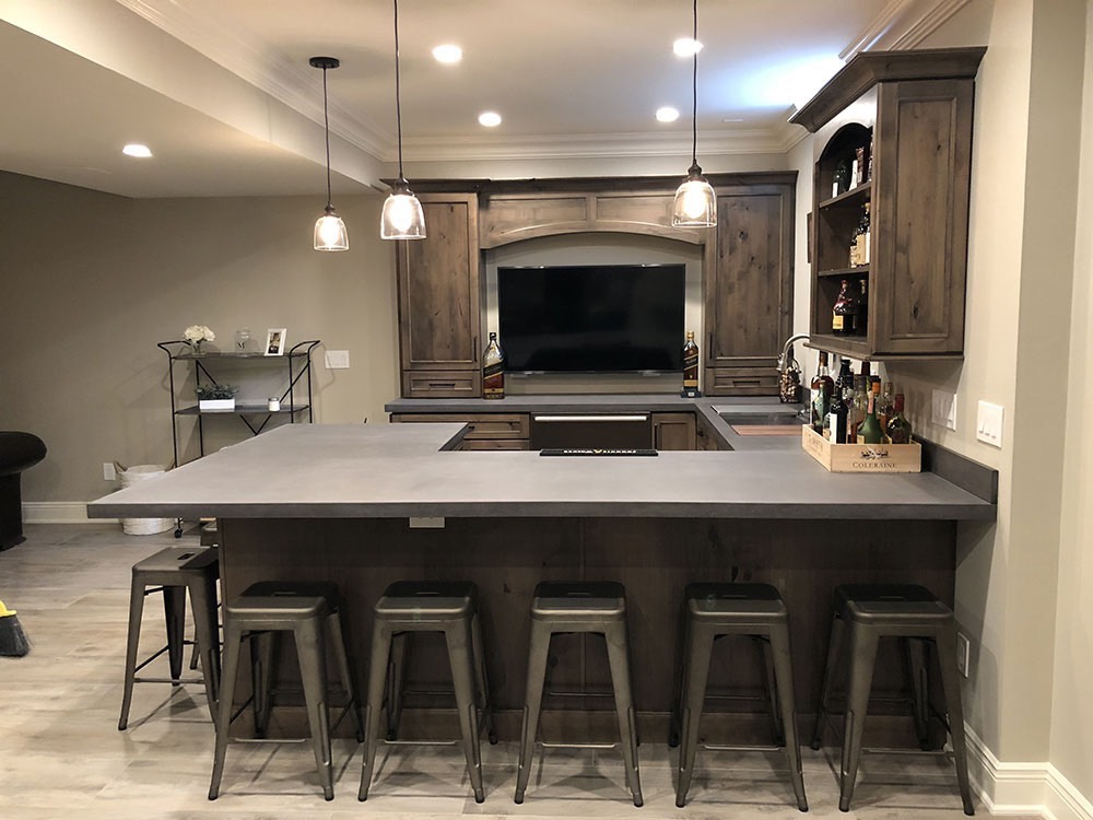 Kitchen Bar with Screen
