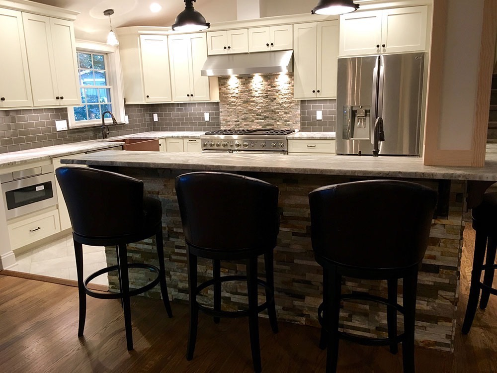 Modern Kitchen with 3 Chairs in Middle