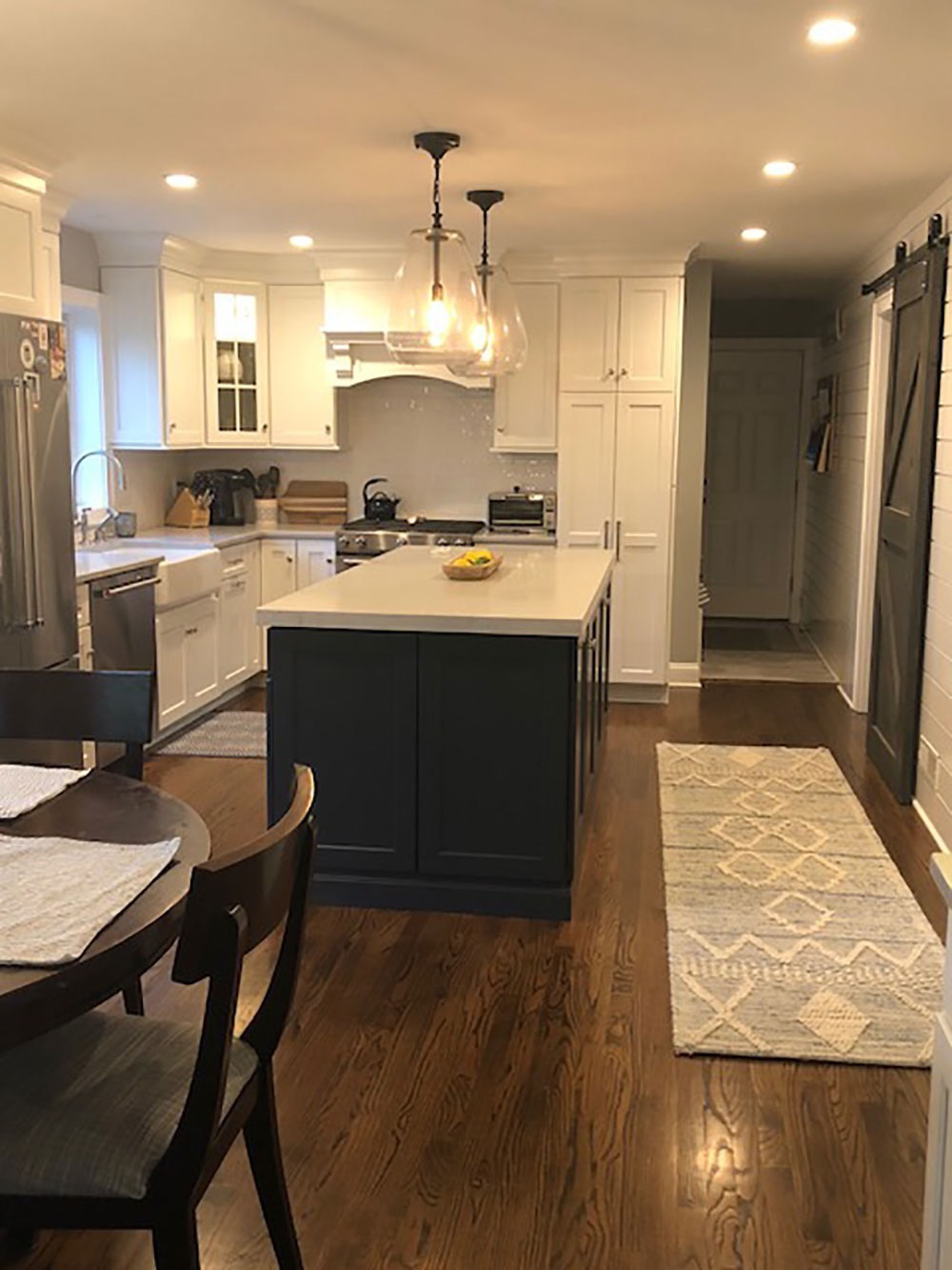 Kitchen Counter in Middle with Rug