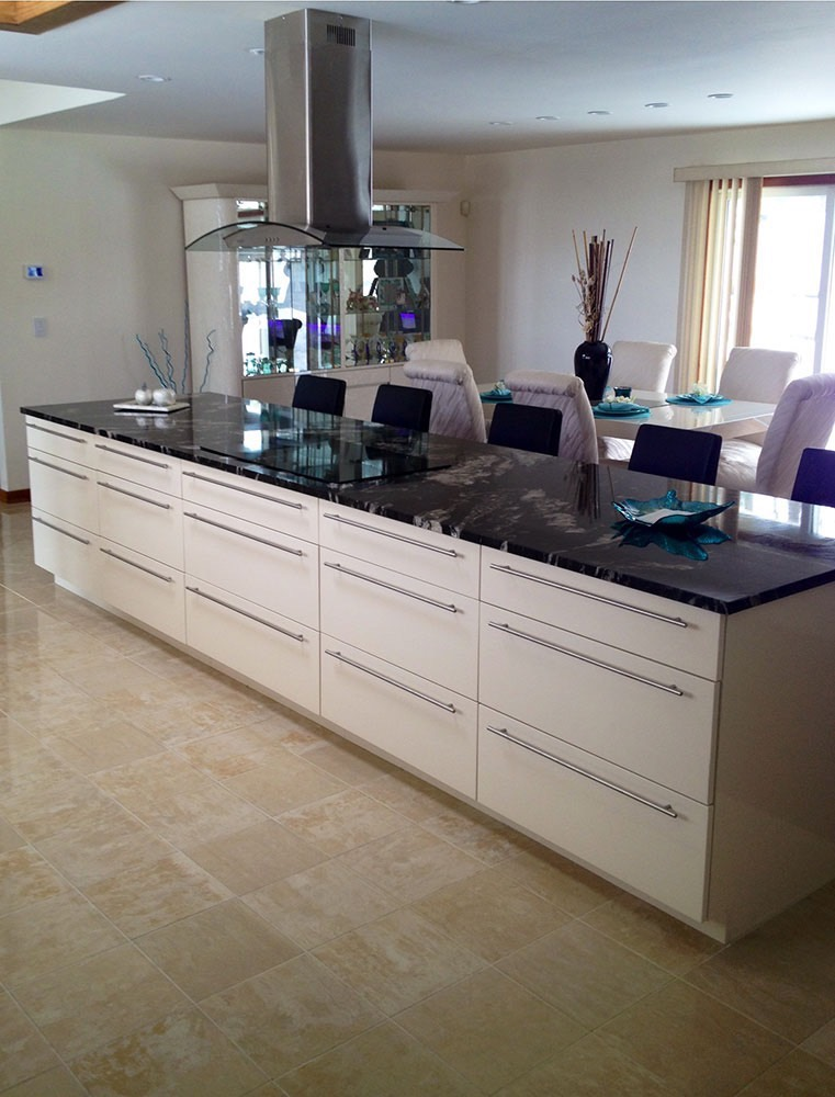 Long Kitchen Counter in Middle