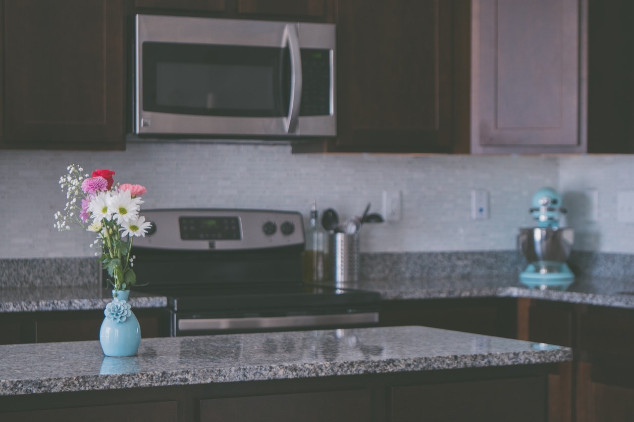 Granite vs. Quartz: What's the Difference?