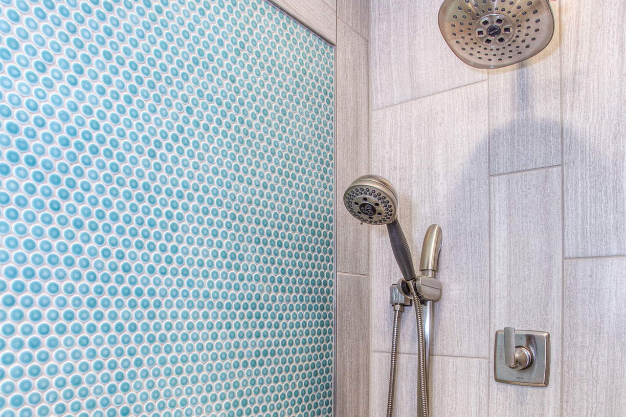Glass vs. Porcelain Shower Tiles: What's Best for Your Bathroom?